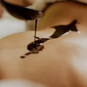 Masaje relajante corporal de chocolate